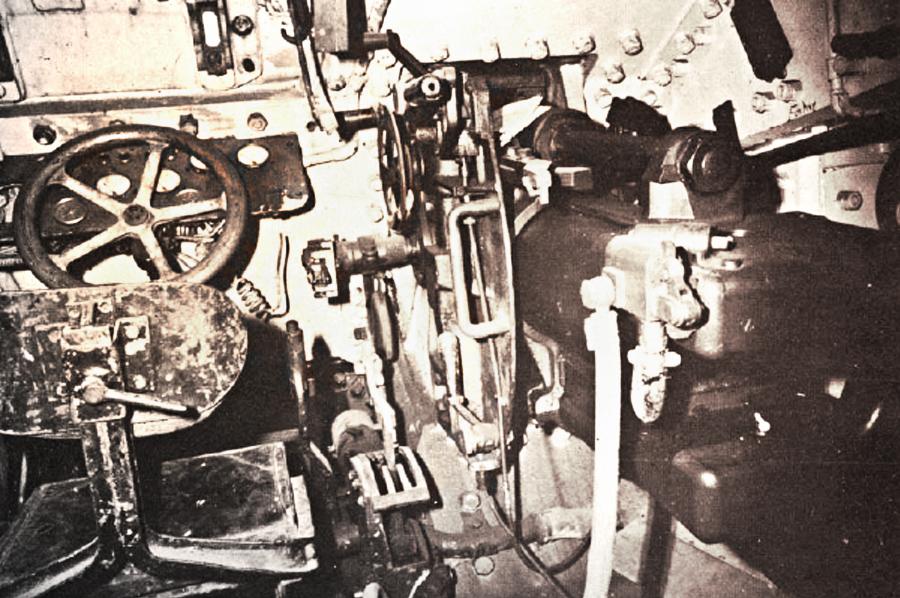 Рабочее место механика-водителя танка Char B-1bis Источник – opoccuu.com - Французский танк Char B-1. Часть II | Военно-исторический портал Warspot.ru