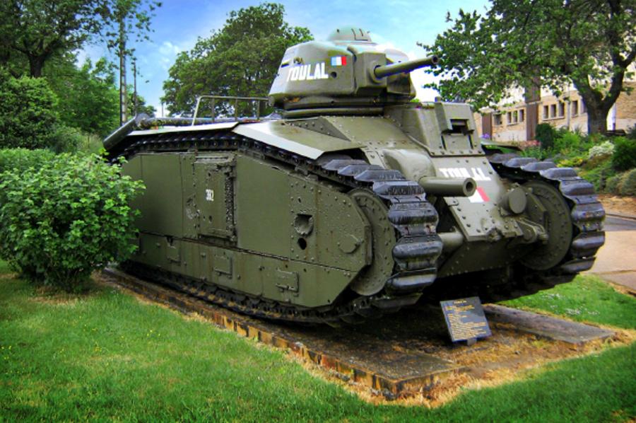 Char B-1bis «Тулал» (382) 49-го танкового батальона 3-й кирасирской дивизии – памятник в городке Стони, на месте боя экипажа капитана Пьера Бийота Источник – toerismefrankrijk.nl - Французский танк Char B-1. Часть II | Военно-исторический портал Warspot.ru