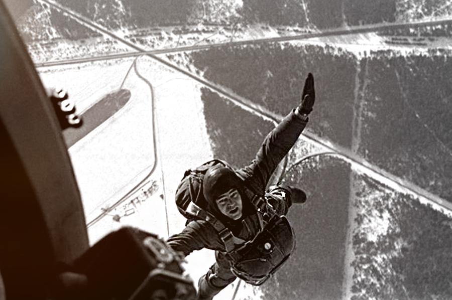 Зачастую для летчиков-истребителей парашют – последний шанс выжить /Источник: http://rostec.ru/ - 20 интересных фактов из истории истребителей | Военно-исторический портал Warspot.ru