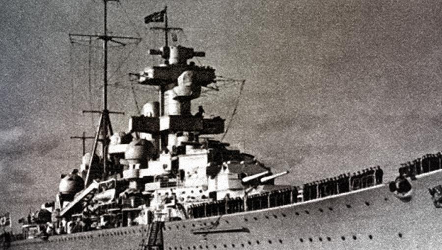 Крейсер «Блюхер» после официального подъема боевого флага Источник: http://fictionbook.ru/static/bookimages/06/66/12/06661257.bin.dir/h/i_028.jpg - Первый и последний бой «Блюхера» | Военно-исторический портал Warspot.ru