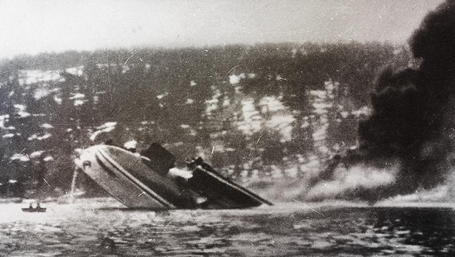 Последнее фото крейсера «Блюхер». Корабль тонет кормой вверх Источник: http://img401.imageshack.us/img401/9135/blucher.jpg - Первый и последний бой «Блюхера» | Военно-исторический портал Warspot.ru