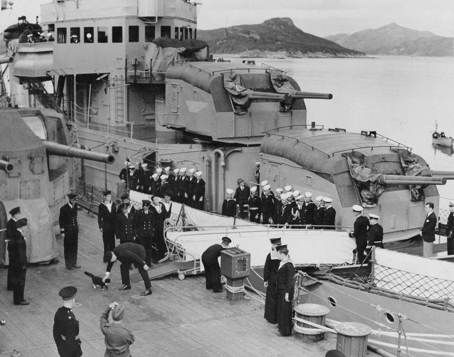 Уинстон Черчилль на борту линкора «Принц Уэльский». 10 августа 1941 года Источник: pohodd.ru - Жертва японских торпедоносцев | Военно-исторический портал Warspot.ru