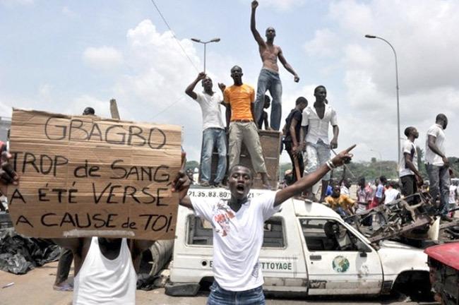 Массовые беспорядки в Кот-д'Ивуаре во время президентских выборов 2010 года Источник: news.abidjan.net - Как электоральные конфликты перерастают в боевые действия | Военно-исторический портал Warspot.ru
