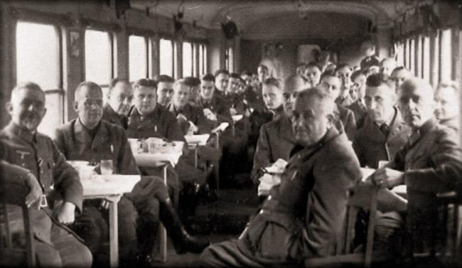 По пути на фронт, октябрь 1941 года. На переднем плане второй справа — Ойген Бирхер - Швейцарская миссия на германо-советском фронте. Часть I | Военно-исторический портал Warspot.ru