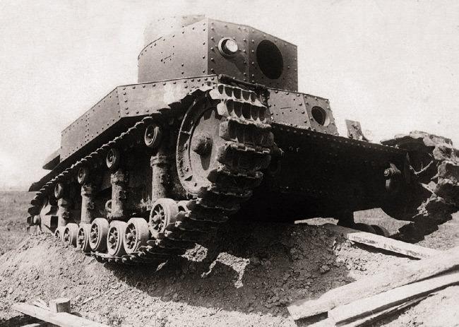 Прототип танка Т-24 образца 1931 года на испытаниях. Так как ни 45-мм орудие, ни пулеметы Федорова готовы не были, танк проходил испытания без них  Источник – protank.su -  Первый советский серийный танк | Военно-исторический портал Warspot.ru