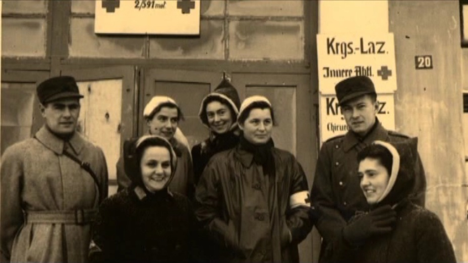 У входа в лазарет - Швейцарская миссия на германо-советском фронте.  Часть II | Военно-исторический портал Warspot.ru