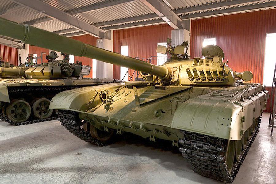 Танк Т-72А с антинейтронным надбоем на башне, 1983 год Источник — karopka.ru - Самый спортивный танк в мире   Военно-исторический портал Warspot.ru
