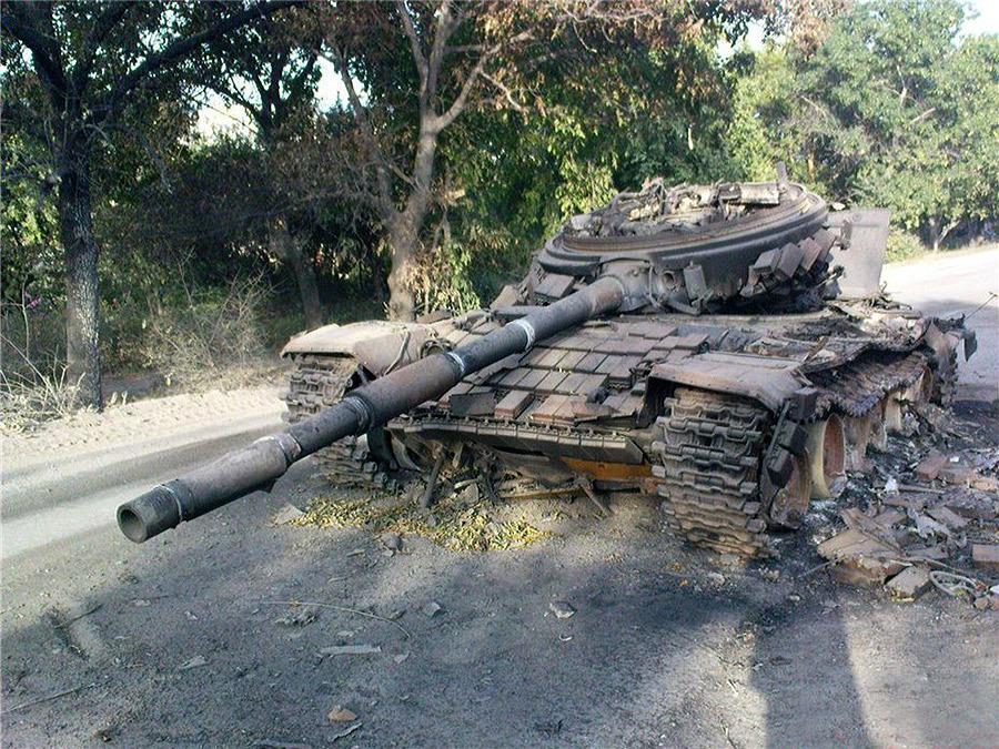 Взорванный грузинский танк Т-72 на дороге Цхинвал-Хетагурово - Самый спортивный танк в мире   Военно-исторический портал Warspot.ru
