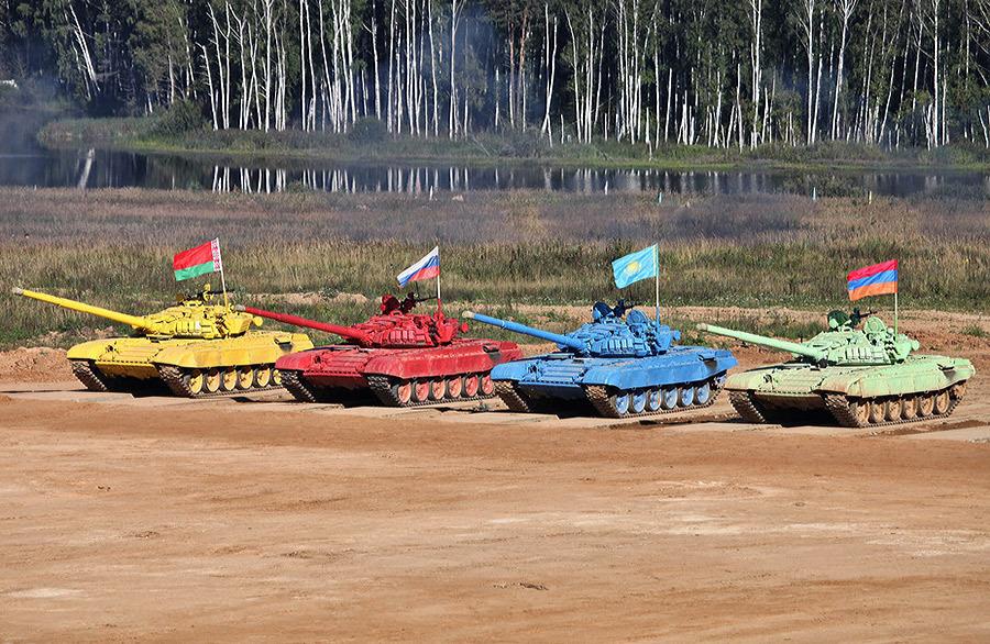 Команды от вооружённых сил, слева направо: Беларусь, Россия, Казахстан, Армения Источник — ru.wikipedia.org - Самый спортивный танк в мире   Военно-исторический портал Warspot.ru