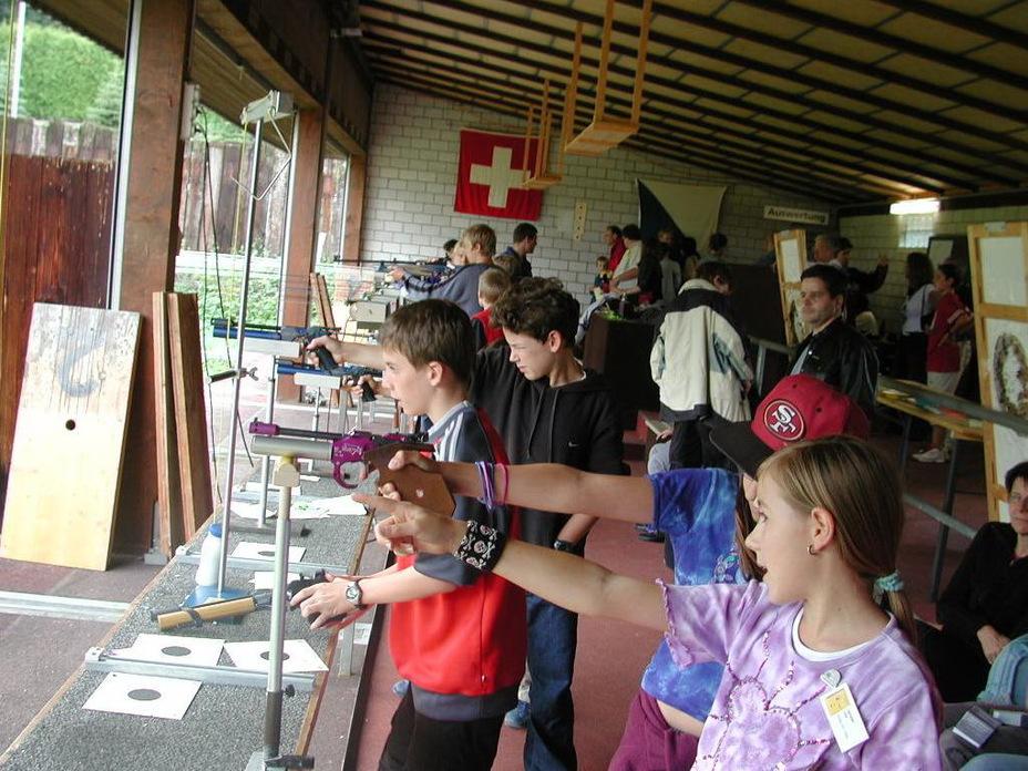 Детей в Швейцарии учат стрелять примерно с 8 лет (http://www.stephenhalbrook.com) - Армия – это народ. Народ – это армия   Военно-исторический портал Warspot.ru