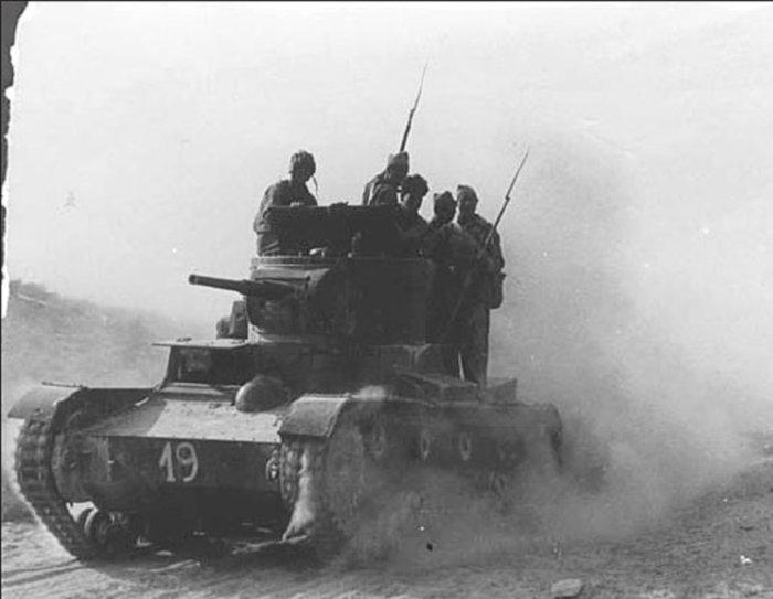 Первый танковый бой Красной Армии