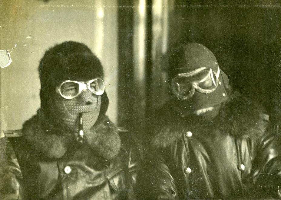 Русские военные лётчики в масках, защищающих от обморожения лица Фото предоставлено Г. Ф. Петровым (г. Санкт-Петербург) - Орёл встал накрыло: русская военная авиация в1914 году | Военно-исторический портал Warspot.ru