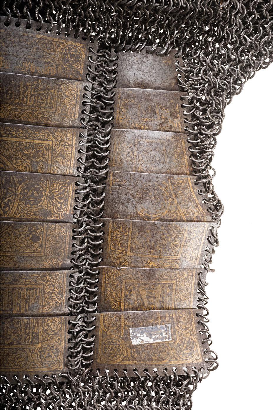 Гравировка на золотых пластинах кольчуги rockislandauction.com - Кольчугу XV века продали за $2,3 млн | Военно-исторический портал Warspot.ru