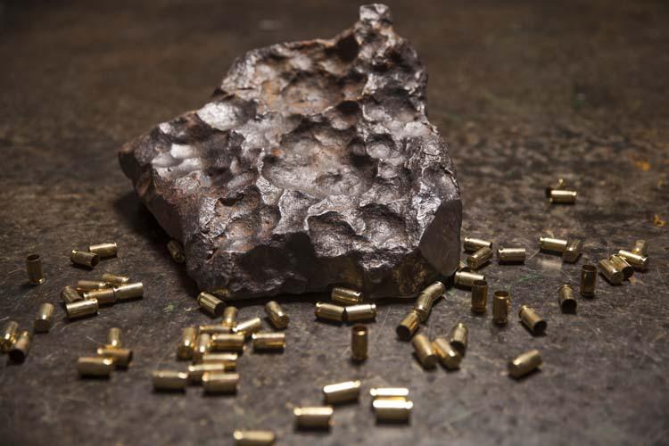 Часть метеорита Gibeon cabotgun.com - «Внеземные» пистолеты от Cabot Guns | Военно-исторический портал Warspot.ru