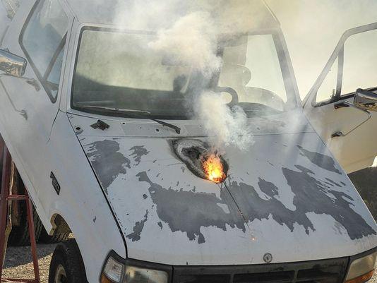 Лазер мощностью 30 кВт за несколько секунд прожег двигатель автомобиля с дистанции более 1,5 км lockheedmartin.com - Лазеры готовы к бою | Военно-исторический портал Warspot.ru