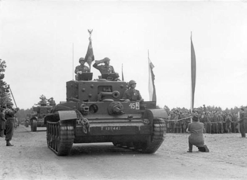 Танки «Кромвель» 1-й бронетанковой дивизии Польских вооружённых сил на Западе во время парада 3 мая 1946 года в Мачкове - Фото дня: польская зона оккупации Германии | Военно-исторический портал Warspot.ru