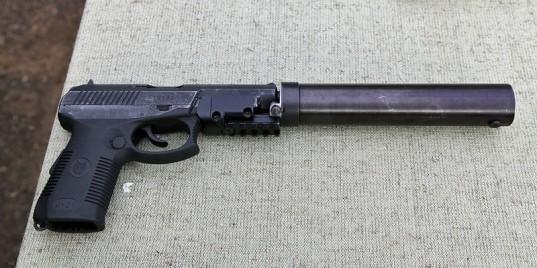Одна из последних модификаций пистолета СР-1 с установленным саундмодератором и планкой Пикатинни vitalykuzmin.net - «Сердюков» вместо «Макарова» | Военно-исторический портал Warspot.ru