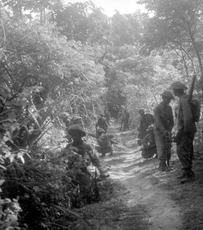 Патруль британской Индийской армии в джунглях Явы в 1946 году - Рождение Индонезии: голландцы возвращаются | Военно-исторический портал Warspot.ru