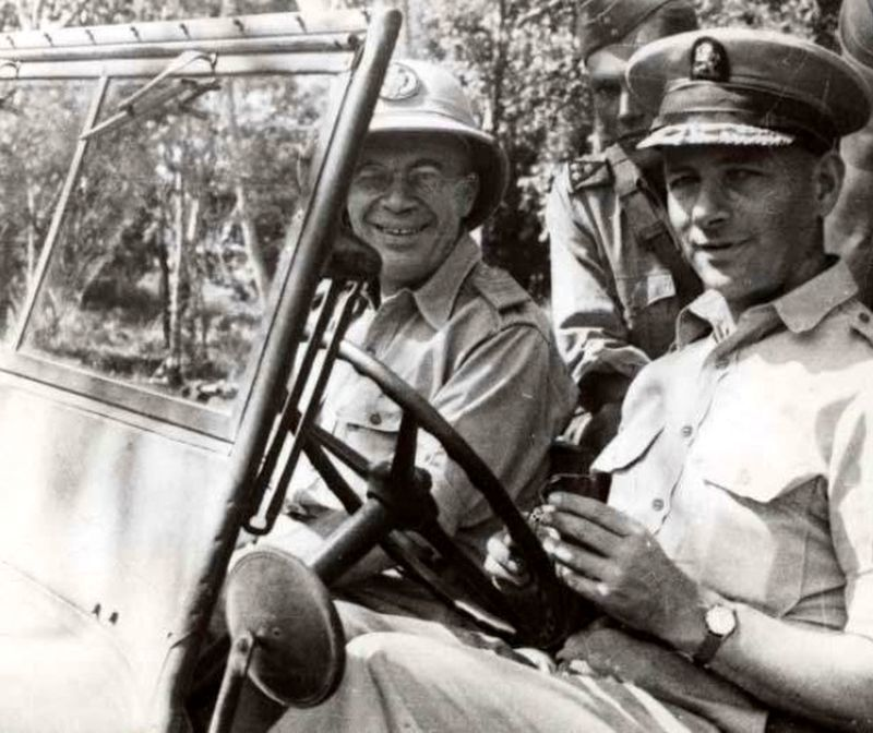 Главнокомандующий Споор за рулём джипа, 1947 год - Рождение Индонезии: голландцы возвращаются | Военно-исторический портал Warspot.ru