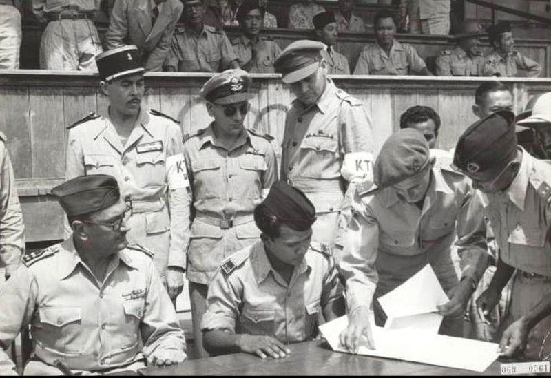 Церемония передачи контроля над Суракартой, 11 августа 1949 года - Рождение Индонезии: победа над федерализацией | Военно-исторический портал Warspot.ru