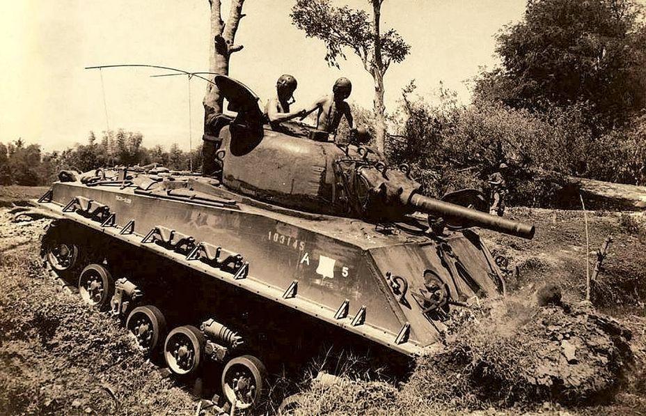 Голландский «Шерман» в кювете на Яве - Рождение Индонезии: победа над федерализацией | Военно-исторический портал Warspot.ru