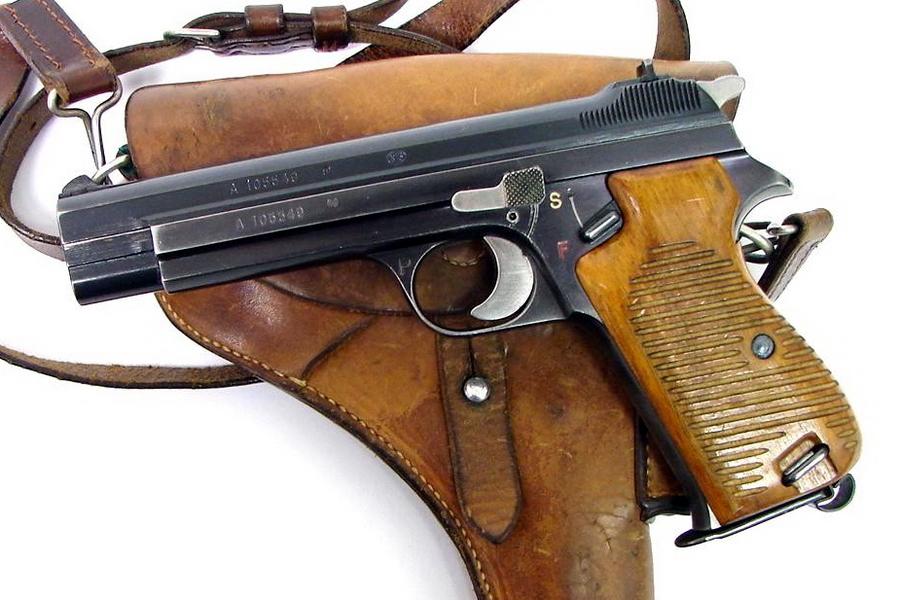 SIG P210 в своём «классическом» виде. Буква «P» на спусковой скобе пистолетов раннего выпуска обозначает Private — гражданскую модель, в то время как на армейских значилось «A» — Armee, а на пистолетах немецкого заказа «D» — Deutsch - Швейцарская легенда | Военно-исторический портал Warspot.ru