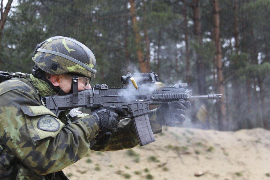 Стрельба из винтовки CZ 806 Bren 2 A1 janes.com - Чехия вооружается новыми автоматами | Военно-исторический портал Warspot.ru