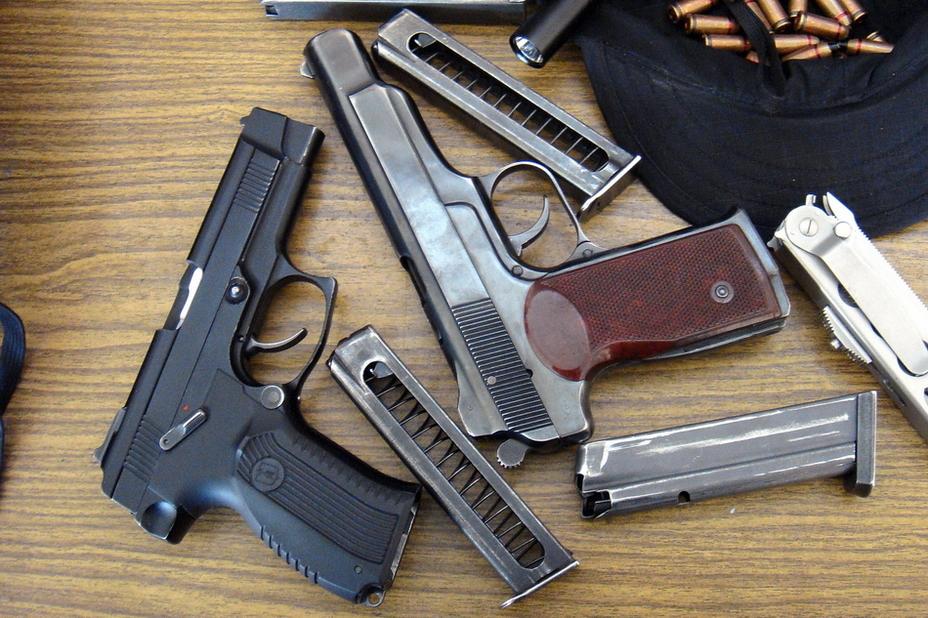 Сам по себе пистолет Ярыгина выглядит довольно компактным оружием, однако при сравнении с массивным АПС видно, что это не совсем так и пистолет довольно большой. http://k-a-r-d-e-n.livejournal.com - Первый среди «Грачей» | Военно-исторический портал Warspot.ru