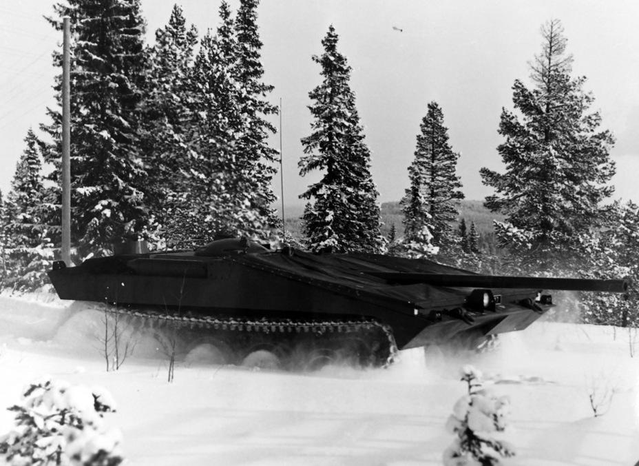?Strv S2 на испытаниях, зима 1961 года. Танк уже имеет пушку с длиной ствола 62 калибра, но эжектор на неё ещё не установлен - Удивительный танк Strv 103 | Военно-исторический портал Warspot.ru