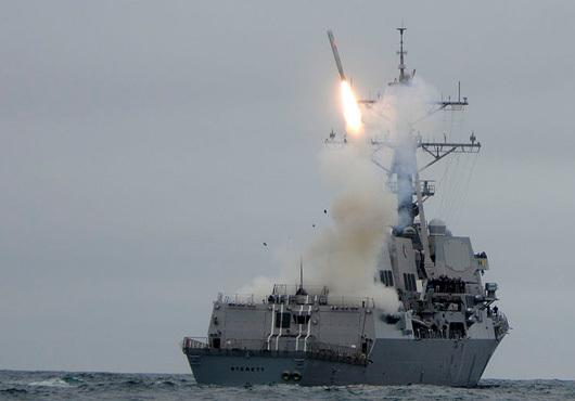 Пуск ракеты Tomahawk с американского эсминца типа Arleigh Burke navyrecognition.com - «Томагавки» поумнели | Военно-исторический портал Warspot.ru