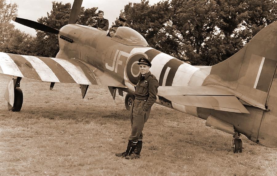 ?Лидер 150-го крыла RAF винг-коммандер Роланд Бомонт (Roland P. Beamont) стал первым «фау-асом», одержав пятую победу 19 июня, а всего за лето ему засчитали 26 «Фау», сбитых лично, и пять в группе, что на конец войны сделало его асом № 4 - Цвета военного неба: ловцы крылатых бомб | Военно-исторический портал Warspot.ru