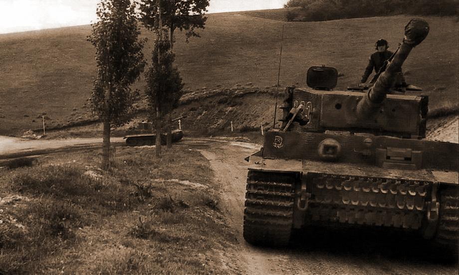 Кадр № 13. На переднем плане «Тигр» № 223, за ним следует «Тигр» № 224 - «Двести двенадцатый» | Военно-исторический портал Warspot.ru