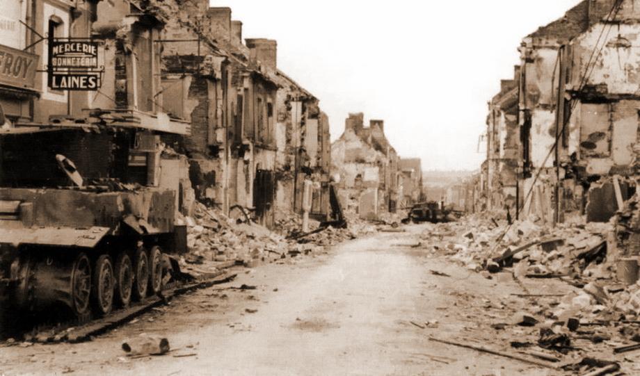 В таком состоянии «Тигр» № 212 оказался после бомбардировки Вильер-Бокажа 14 июня. У танка разорвана гусеничная лента, нет трёх секций боковых крыльев, отсутствуют зубчатый венец на ведущем колесе и забашенный ящик. Возможно, танк частично пошёл на запчасти для своих менее повреждённых собратьев - «Двести двенадцатый» | Военно-исторический портал Warspot.ru