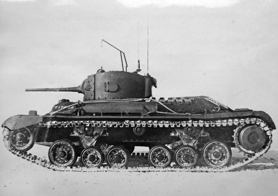 Пистолетный порт в левом борту позволяет легко отличить Valentine II от более раннего Valentine I - Английская поддержка для советской пехоты | Военно-исторический портал Warspot.ru