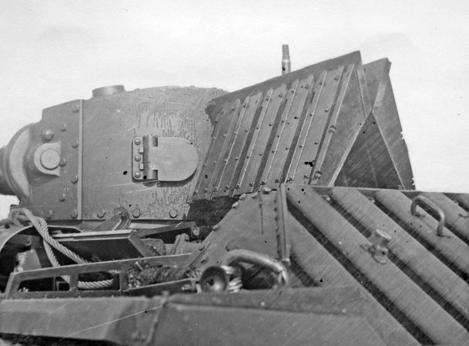 Широкие створки обеспечивали удобный доступ к мотору - Английская поддержка для советской пехоты | Военно-исторический портал Warspot.ru