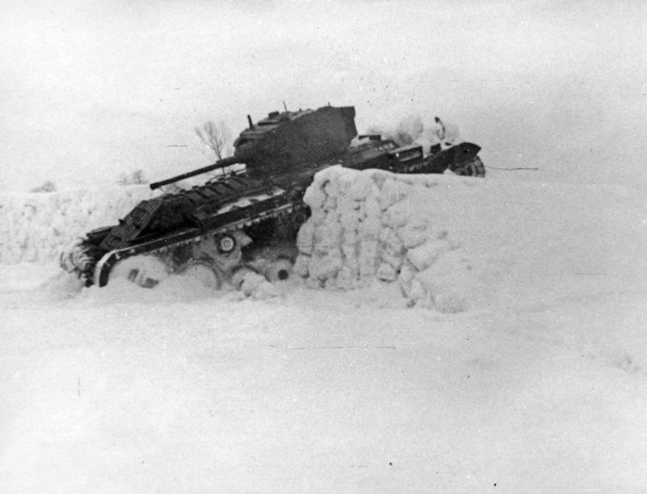 Преодоление снежного эскарпа в ходе совместных испытаний - Английская поддержка для советской пехоты | Военно-исторический портал Warspot.ru