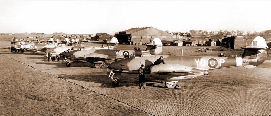 616-я эскадрилья в процессе перевооружения с Mk.I на Mk.III, Манстон, зима 1944–45 гг. - Цвета военного неба: «Метеоры», прилетевшие с запада | Военно-исторический портал Warspot.ru