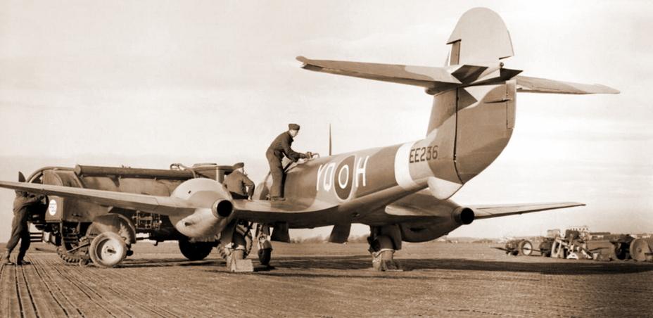 «Метеор» Mk.III с двигателями «Уэлланд», начало 1945 года - Цвета военного неба: «Метеоры», прилетевшие с запада | Военно-исторический портал Warspot.ru