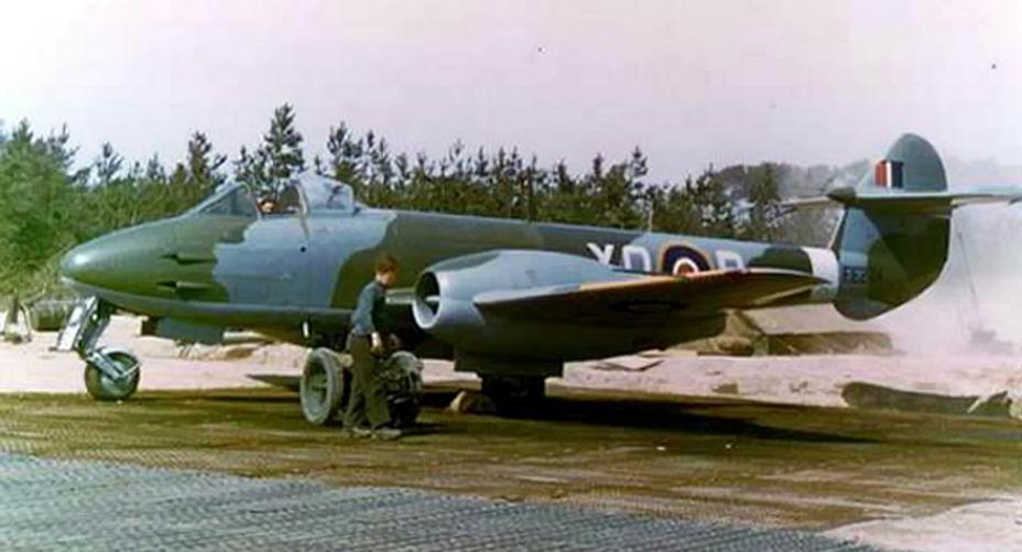 «Метеор» Mk.III в Неймегене, апрель 1945 года - Цвета военного неба: «Метеоры», прилетевшие с запада | Военно-исторический портал Warspot.ru