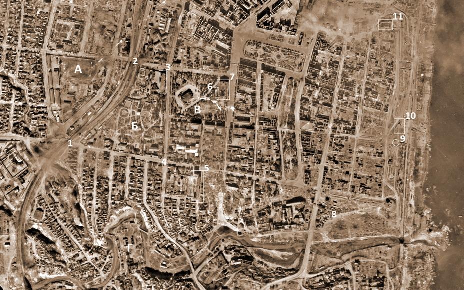 На схеме (аэрофото от 17 сентября 1942 года) обозначены следующие объекты: а — стадион «Динамо», б — Городской сад, в — Комсомольский сквер, г — т.н. «ватная фабрика». 1 — виадук на Краснознаменской, 2 — виадук на Кубанской, 3 — пожарная часть (КП батальона 272-го стрелкового полка), 4 — перекресток Краснознаменской и Коммунистической, 5 — дом «Инжкоопстроя», 6 — бункер ГКО (КП 272-го стрелкового полка), 7 — Драмтеатр им. Горького, 8 — командный пункт 92-й ОСБр, 9 — памятник Хользунову, 10 — подземный ресторан «Метро» (эвакопункт №54), 11 — Дворец физкультуры и спорта. - Неизвестный Сталинград:<br /> Городской сад   Военно-исторический портал Warspot.ru