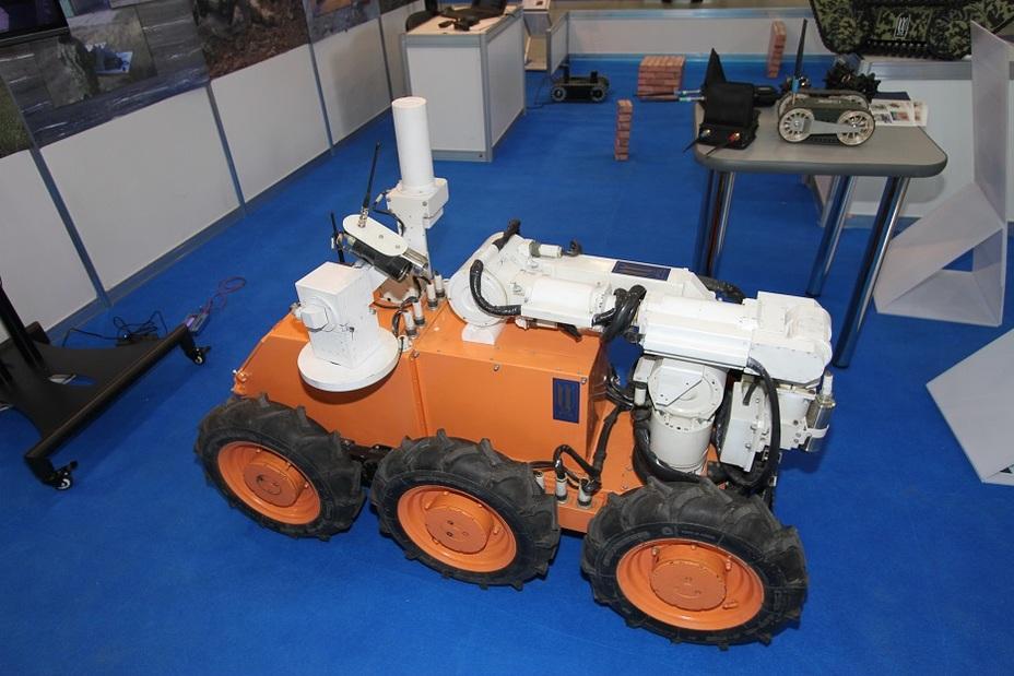 РТК-05 — робот для радиационной разведки и проведения технологических операций в условиях радиационного воздействия Фото: Денис Федутинов - Роботы для поля брани