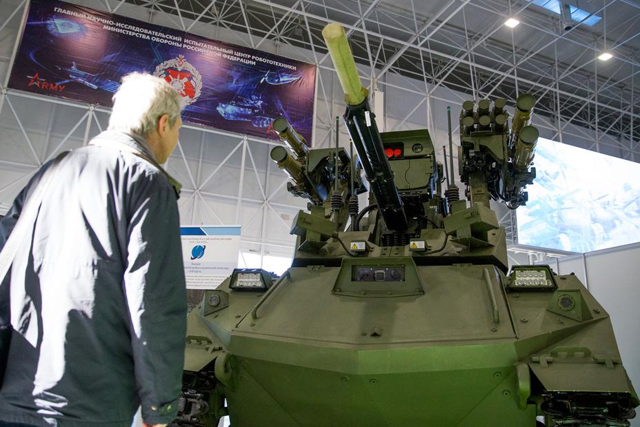 Боевой многофункциональный робототехнический комплекс «Уран-9», вооруженный автоматическим боевым модулем АБМ-М30М3 минобороны.рф - Роботы для поля брани