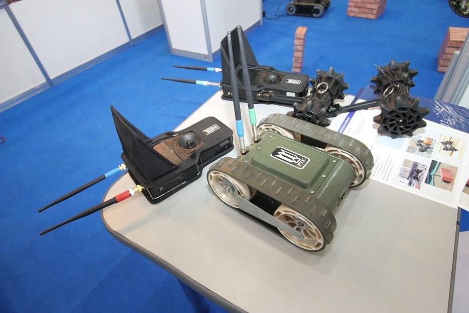 Миниатюрные роботы «Юла-Н» и «Кадет» Фото: Денис Федутинов - Роботы для поля брани