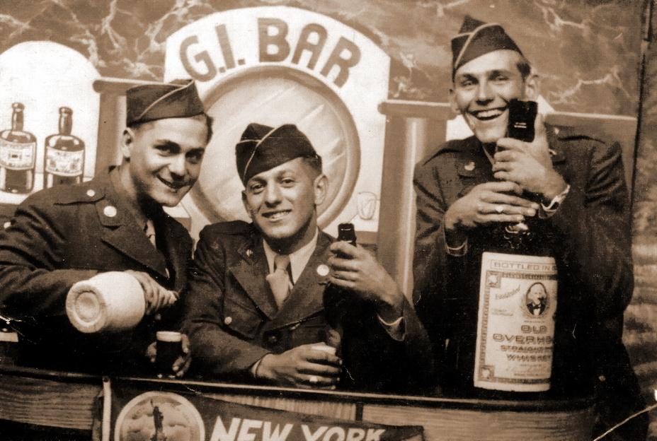 Солдаты 66-й пехотной дивизии в одном из баров Нью-Йорка перед отплытием в Англию, ноябрь 1944 года. Крайний справа рядовой 1-го класса Фрэнк Фогель — один из 763 погибших на «Леопольдвилле» американцев. http://leopoldville.org - Рождество в холодных водах Ла-Манша | Военно-исторический портал Warspot.ru