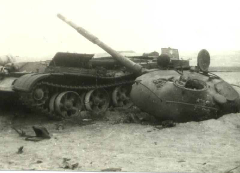 Уничтоженный танк Т-62 египетской 25-й танковой бригады 87th.org.il - Синайский танковый разгром | Военно-исторический портал Warspot.ru