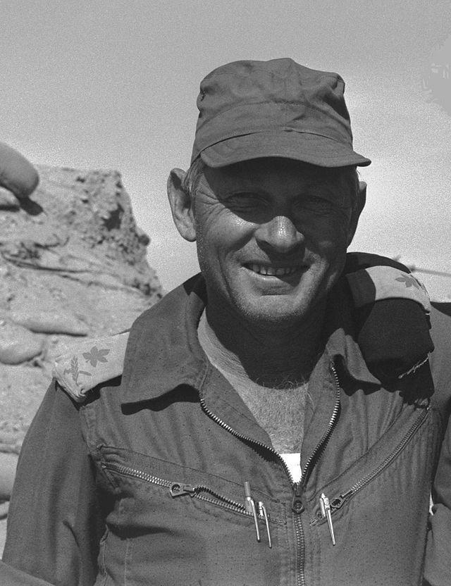 Израильский генерал-майор Авраам Адан, в октябре 1973 года командовавший 162-й бронетанковой дивизией wikiwand.com - Синайский танковый разгром | Военно-исторический портал Warspot.ru