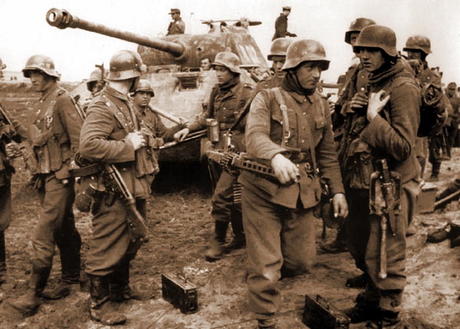 Панцергренадеры дивизии СС «Викинг», вооружённые штурмовыми винтовками StG 44 и пулемётом MG 42, на фоне «Пантеры». Битва за Ковель, весна 1944 года. - «Звезда», которой не было | Военно-исторический портал Warspot.ru