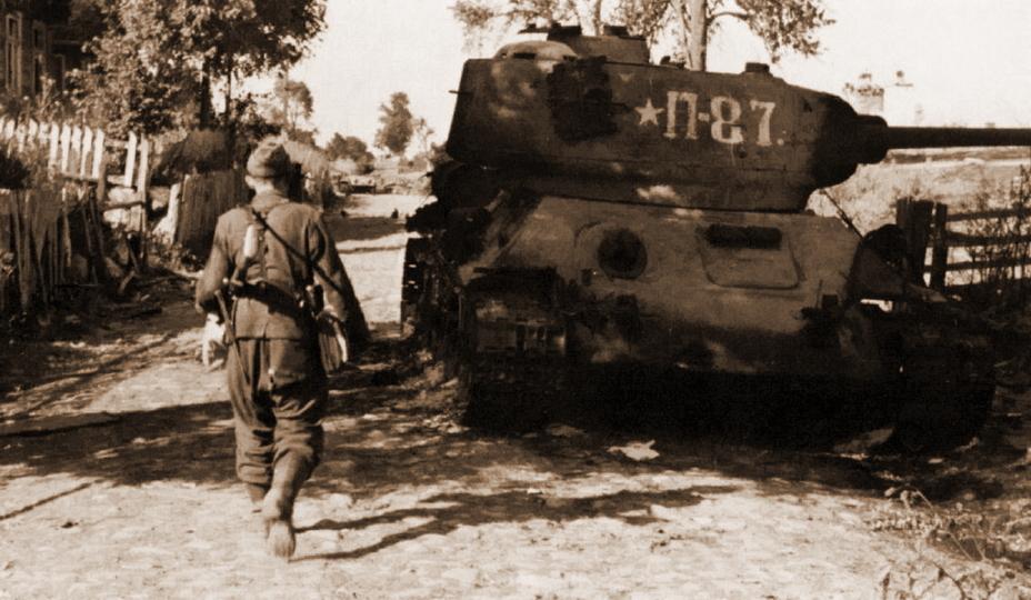 Сгоревший Т-34–85 из 20-й танковой бригады. Польша, лето 1944 года. - «Звезда», которой не было | Военно-исторический портал Warspot.ru