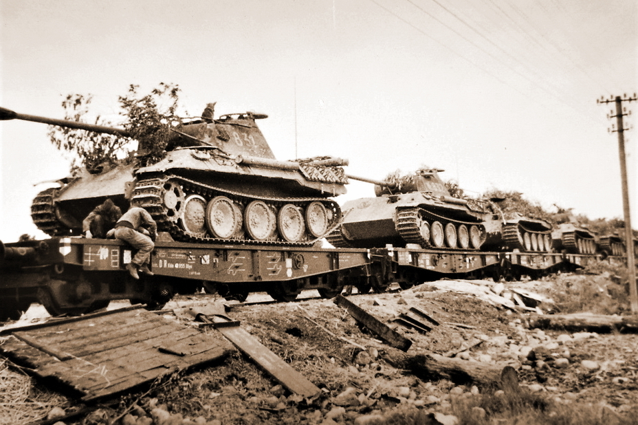 Состав с «Пантерами» из дивизии СС «Викинг» на железнодорожной станции в Любомле, июль 1944 года. - «Звезда», которой не было | Военно-исторический портал Warspot.ru