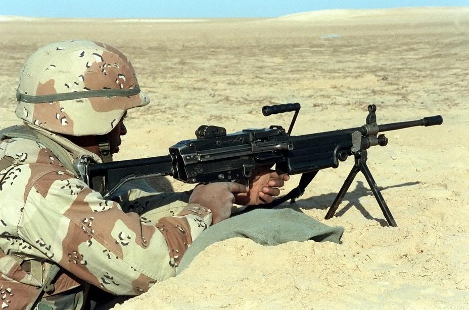 Американский морской пехотинец с пулеметом M249 ранних серий. Война в Персидском заливе, 1990 год. - Шквальный огонь одинокого бойца | Военно-исторический портал Warspot.ru